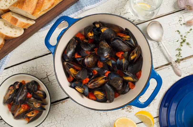 Mussels in Garlic Broth