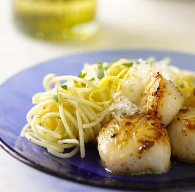 Pan-Seared Scallops with Lemon and Garlic Pasta