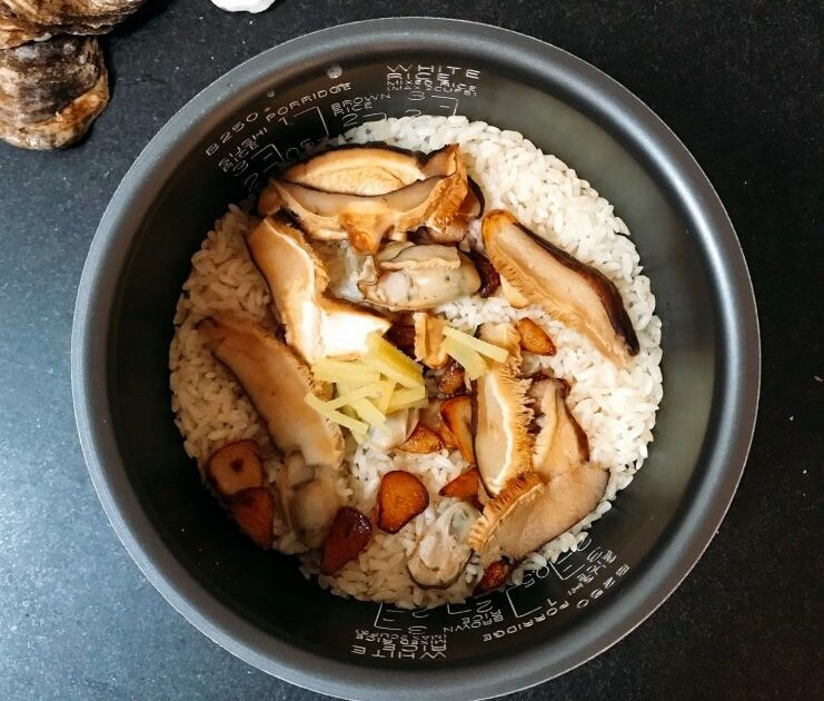 Simple Garlicky Oyster Rice (Kaki Meshi) Recipe for Lazy Cooks